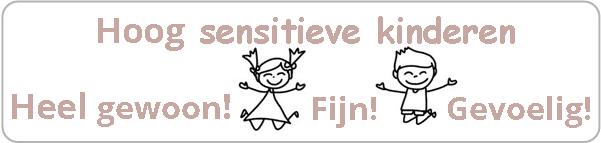 Blije, springende jongen en meisje. Hoog sensitief is heel gewoon fijn gevoelig!