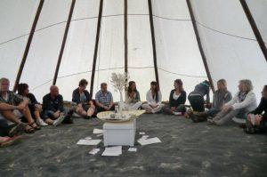 Workshop over eigentijdse kinderen in Tipi tent bij het Servire Festival